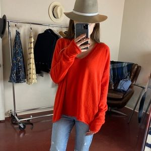 (VINCE) Raw Hem Red Cashmere Sweater